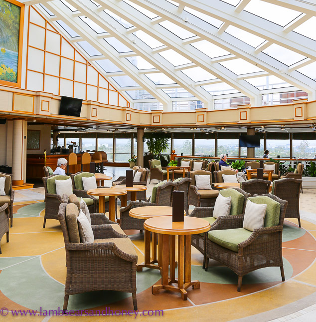 bar on Cunard's queen elizabeth