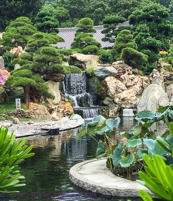 peaceful water feature, Nan Lian Garden