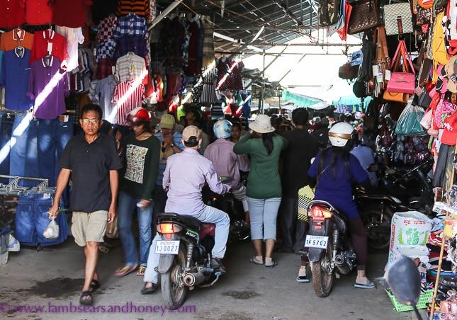 psar leu market entrance