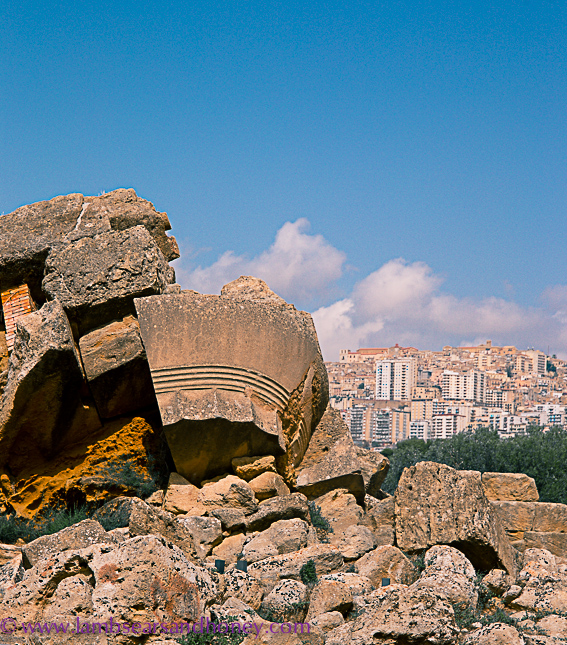 ancient ruins in agrigento valley of the temples