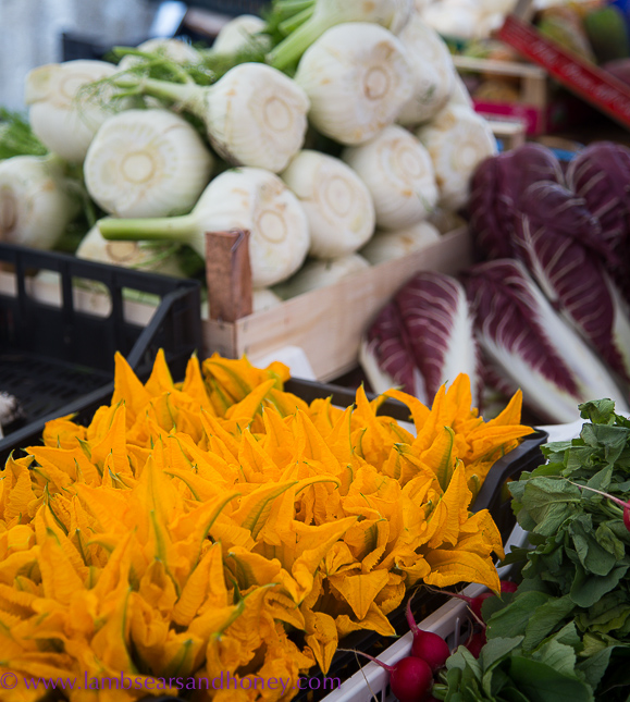 ortigia market - zucchini flowers