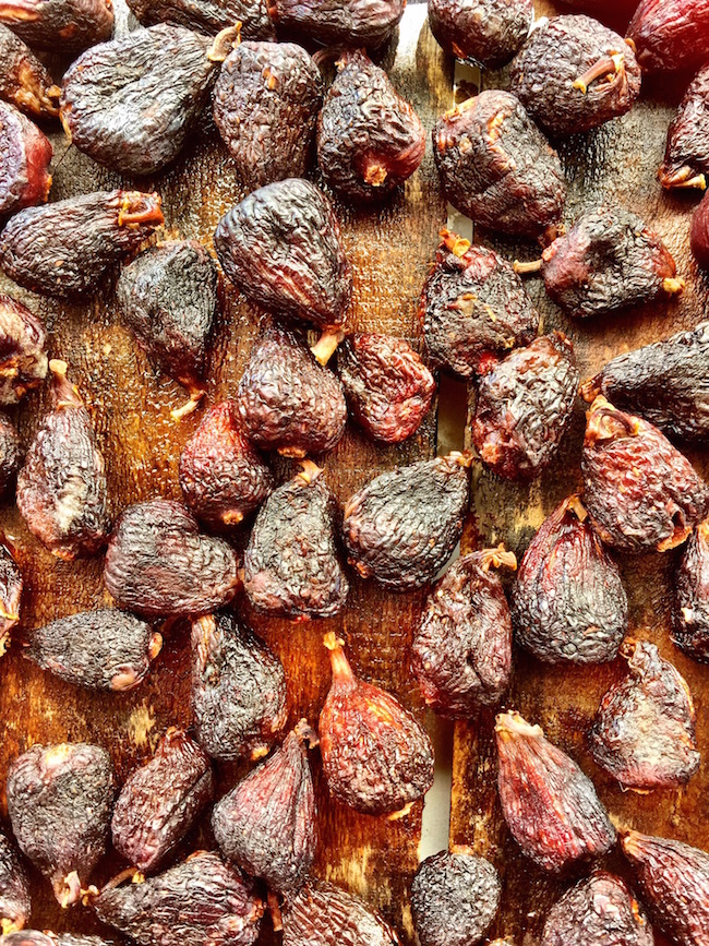 singing magpie produce dried figs