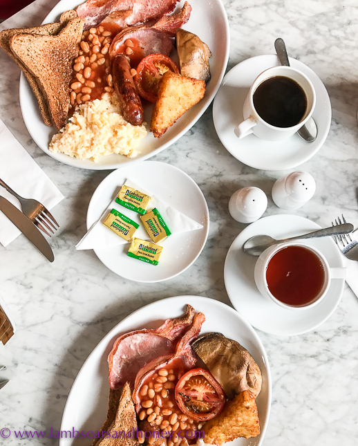 Breakfast at the water rats